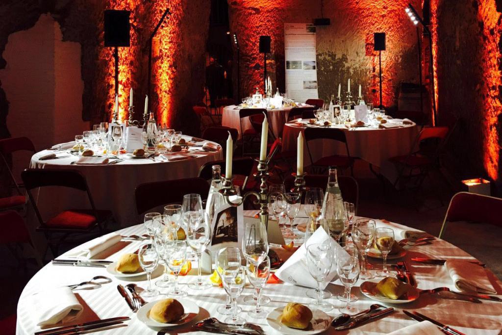 degustation-philippe-faure-brac-chais-de-france-organiser-un-événement-oenologique-location-de-caves-à-vin-privatives